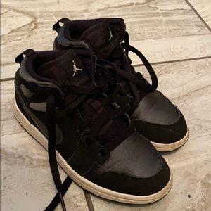 Black jordan 1s size 13